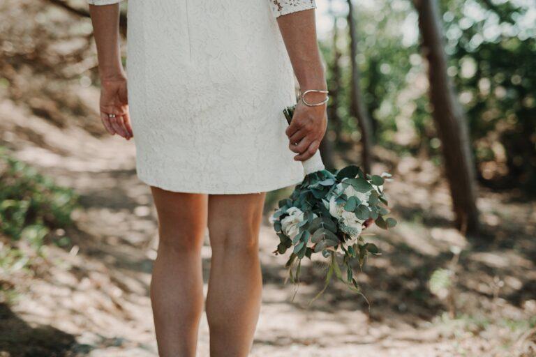halv hemligt bröllop Marstrand bröllopsfotograf Marstrand hemligt bröllop bukett brudklänning